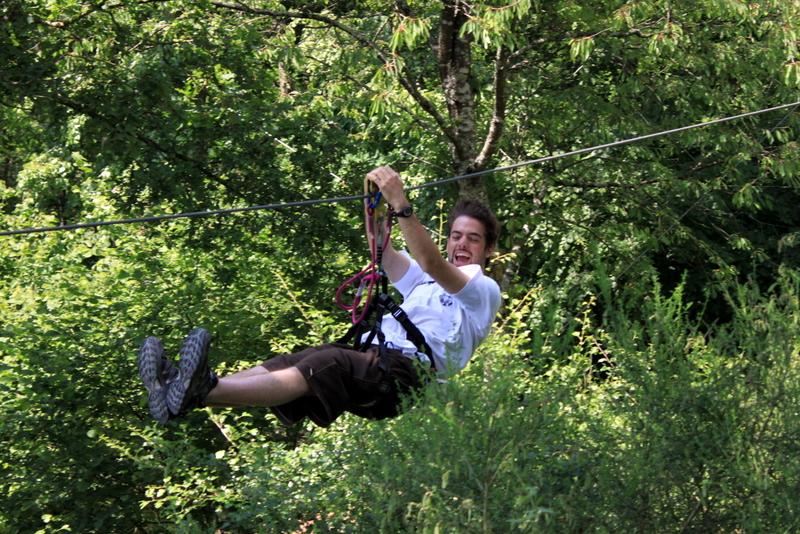 Bienvenue sur le site du parc accrobranches du Gasseau, Saint Léonard des Bois dans les Alpes  # Accrobranche Saint Léonard Des Bois